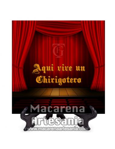 Azulejo con emblema del Gran Teatro Falla de Cádiz y el texto Aqui vive un Chirigotero.Somos Fabricantes.
