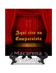 Azulejo con emblema del Gran Teatro Falla de Cádiz y el texto Aqui vive un Comparsista.Somos Fabricantes.
