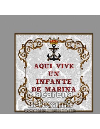"""Azulejo cuadrado con con emblema y el texto """"Aqui vive un Infante de Marina"""""""