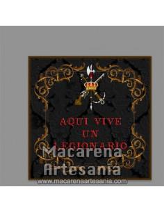 Azulejo con emblema de la Legión Española y el texto Aqui vive un legionario. mod: negro