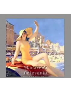 Azulejo cuadrado estilo vintage de mujer en la playa en venta en nuestra tienda online.