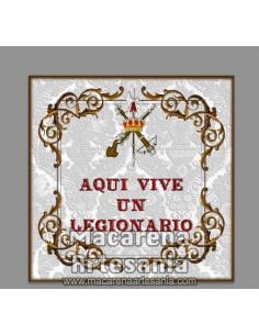 Azulejo con emblema de la Legión Española y el texto Aqui vive un legionario.
