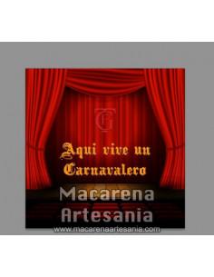 Azulejo con emblema del Gran Teatro Falla de Cádiz y el texto Aqui vive un Carnavalero.