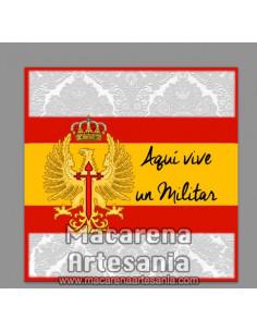Azulejo con el texto Aqui vive un militar con emblema del Ejercito de Tierra Español
