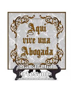 """Azulejo cuadrado ideal para el regalo a la Abogada con el texto """"Aqui vive una Abogada"""" en venta en nuestra tienda."""