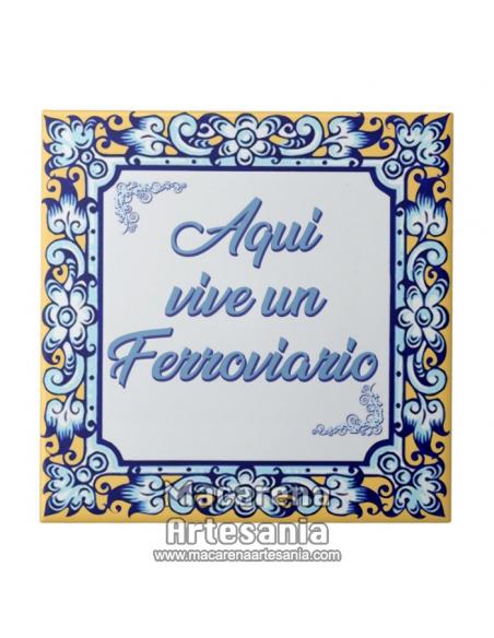 """Azulejo cuadrado ideal para regalar a un ferroviario con el texto """"Aqui vive un Ferroviario"""" en venta en nuestra tienda."""