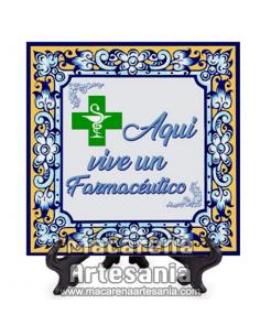 """Azulejo ideal para regalar al trabajador de la Farmacia con el texto """"Aqui vive un Farmacéutico"""" en venta en nuestra tienda."""