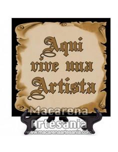 """Ideal para regalar al Artista, Azulejo con el texto """"Aqui vive una Artista"""" en venta en nuestra tienda."""