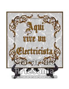 """Azulejo cuadrado ideal para regalar a un Electricista con el texto """"Aqui vive un Electricista"""" en venta en nuestra tienda."""