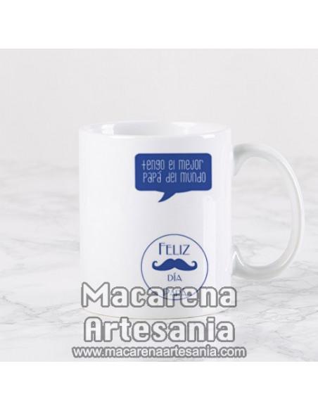 Taza ideal para regalo del padre de cerámica con el texto Papa te mereces un monumento por estar ahí en cada momento.