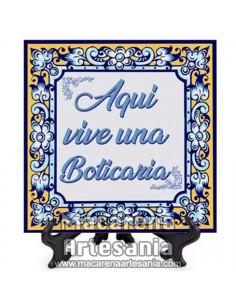 """Azulejo para regalar a una Boticaria con el texto """"Aqui vive una Boticaria"""" en venta en nuestra tienda."""