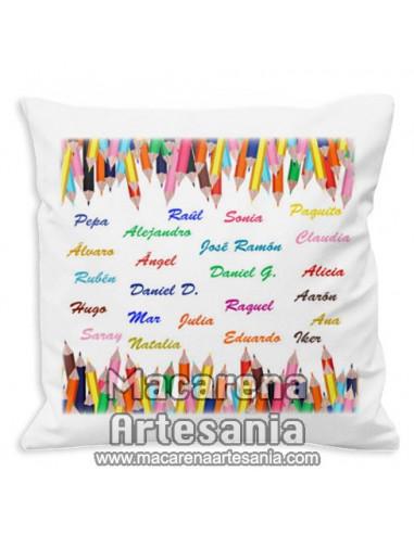 """Cojín personalizado para regalar a los profesores """"Lápices de colores"""". Solo en venta en nuestra tienda online."""