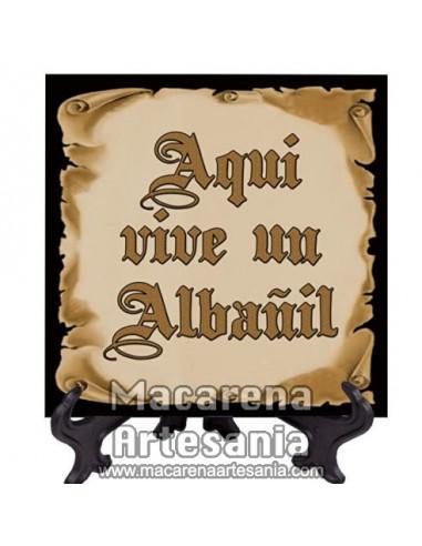 """Azulejo para regalar a un Albañil con el texto """"Aqui vive un Albañil"""" en venta en nuestra tienda."""