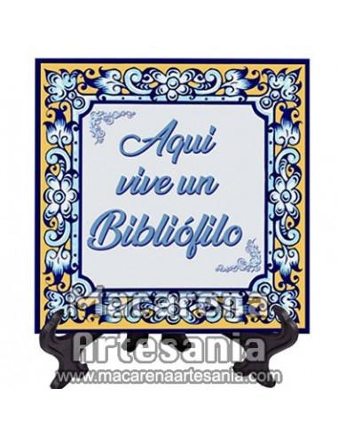 """Azulejo cuadrado ideal para regalar a un Bibliófilo con el texto """"Aqui vive un Bibliófilo"""" en venta en nuestra tienda"""